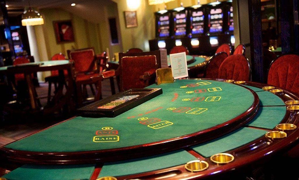 blackjack green table